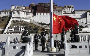 Chinese-flag-in-Tibet